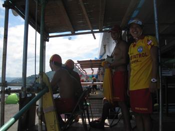 湯河原 吉浜で津波の合同訓練