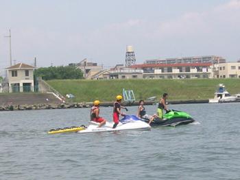 水上パトロールに参加協力しました。