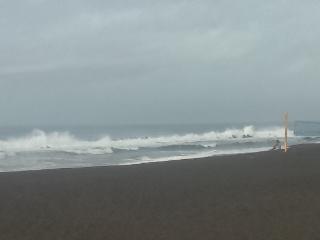 台風12号接近、今日のビーチパークは